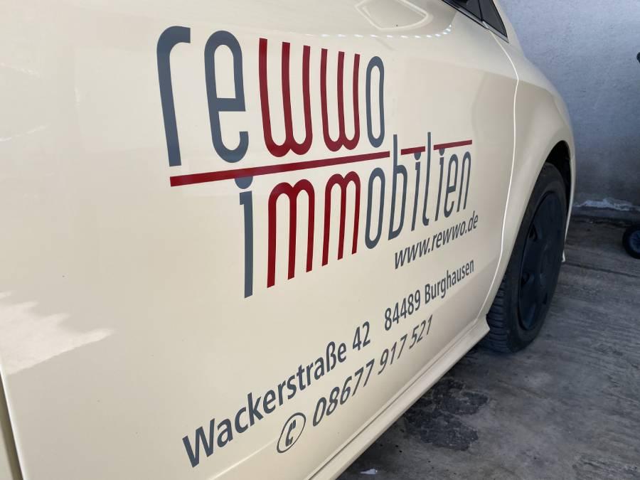 autobeklebung mit logo zweifarbig